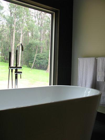 Industrial Bathroom by DE atelier Architects