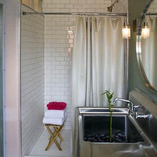 Foto di una stanza da bagno industriale con lavabo integrato