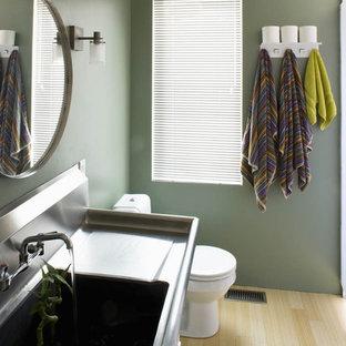 Idee per una stanza da bagno industriale con lavabo integrato