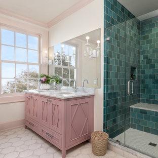 Inspiration för mellanstora eklektiska vitt badrum för barn, med möbel-liknande, lila skåp, en dusch i en alkov, blå kakel, keramikplattor, vita väggar, klinkergolv i keramik, ett undermonterad handfat, marmorbänkskiva, vitt golv och dusch med gångjärnsdörr