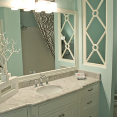 Eclectic Bathroom by Home Staging Specialists