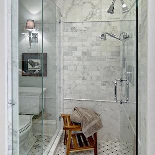 Idée de décoration pour une douche en alcôve tradition avec un carrelage blanc, un placard avec porte à panneau surélevé, des portes de placard en bois sombre, un mur gris, un lavabo encastré et un plan de toilette en granite.
