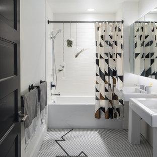 Foto de cuarto de baño principal, contemporáneo, de tamaño medio, con bañera empotrada, combinación de ducha y bañera, baldosas y/o azulejos blancos, paredes blancas, suelo con mosaicos de baldosas, lavabo con pedestal, suelo multicolor y ducha con cortina