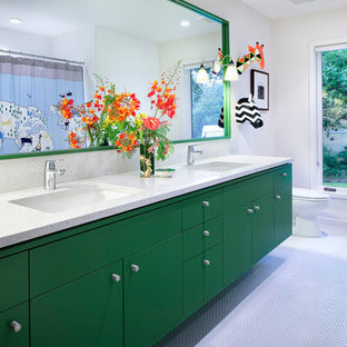Idee per una stanza da bagno per bambini contemporanea di medie dimensioni con lavabo sottopiano, ante lisce, ante verdi, top in superficie solida, piastrelle bianche, piastrelle a mosaico, pareti bianche e pavimento con piastrelle a mosaico