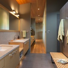 Contemporary Bathroom by HALLIDAY DESIGN