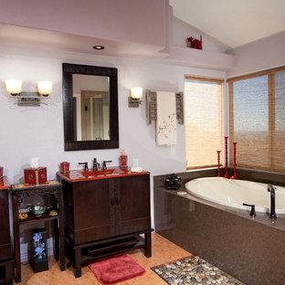 Foto de cuarto de baño principal, asiático, grande, con lavabo integrado, armarios tipo mueble, puertas de armario de madera en tonos medios, encimera de vidrio, bañera encastrada, ducha esquinera, sanitario de una pieza, baldosas y/o azulejos multicolor, baldosas y/o azulejos de porcelana, paredes púrpuras y suelo de bambú