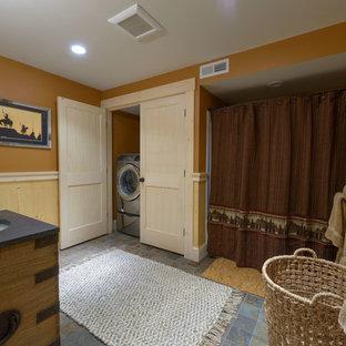 Ejemplo de cuarto de baño con ducha, rural, de tamaño medio, con puertas de armario de madera oscura, bañera empotrada, ducha empotrada, lavabo bajoencimera, encimera de acrílico y ducha con cortina