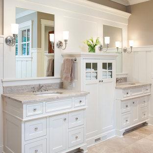 Bild på ett mellanstort vintage en-suite badrum, med vita skåp, ett fristående badkar, en hörndusch, beige kakel, stenkakel, beige väggar, travertin golv, ett undermonterad handfat, granitbänkskiva, beiget golv, dusch med gångjärnsdörr och luckor med profilerade fronter
