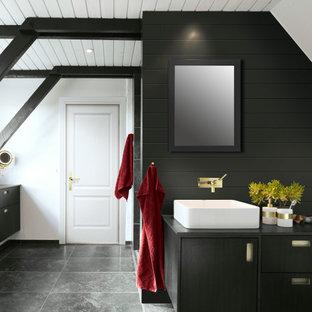 Example of a minimalist bathroom design in Portland
