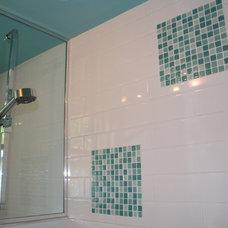 Modern Bathroom by Studio NOO Design