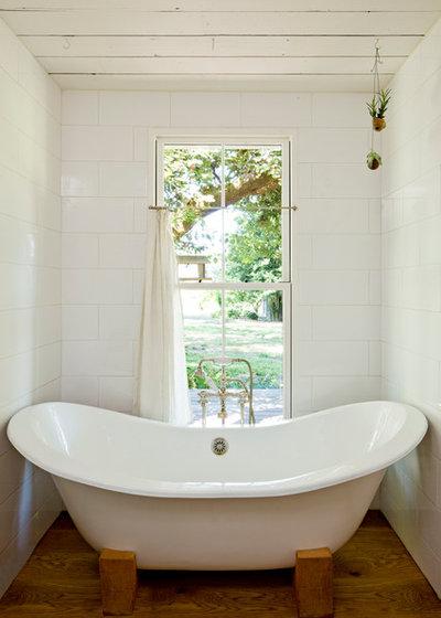 Casa de campo Cuarto de baño by Jessica Helgerson Interior Design