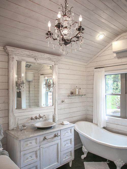 Kleines Shabby Look Badezimmer En Suite Mit Aufsatzwaschbecken,  Flächenbündigen Schrankfronten, Schränken Im Used