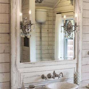 Salle de bain romantique avec un placard à porte plane : Photos et ...