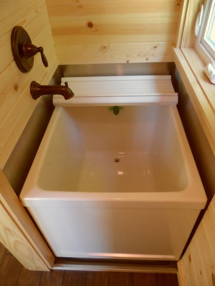 Petite salle de bains 10 jolies baignoires pour petit espace for Petite baignoire profonde
