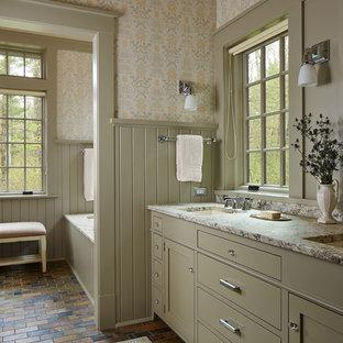Imagen de cuarto de baño principal, de estilo de casa de campo, con bañera encastrada sin remate, suelo de pizarra, lavabo bajoencimera, armarios con paneles lisos, puertas de armario verdes y paredes multicolor