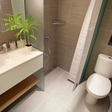 Contemporary Bathroom by Urban Design & Build Limited