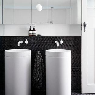 Immagine di una stanza da bagno minimal