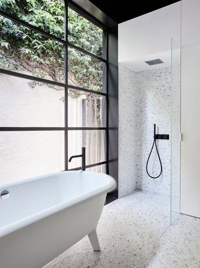 10 hjem: Så forskellige kan badeværelser med sorte vinduer se ud
