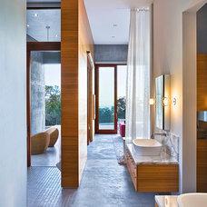 Modern Bathroom by Shubin + Donaldson Architects, Inc.