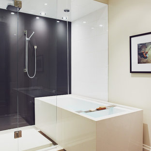 Example of a trendy tub/shower combo design in Toronto