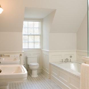 Klassisches Badezimmer mit Sockelwaschbecken in Toronto