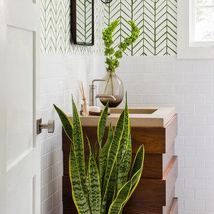 Foto di una stanza da bagno classica di medie dimensioni con piastrelle bianche e pareti multicolore