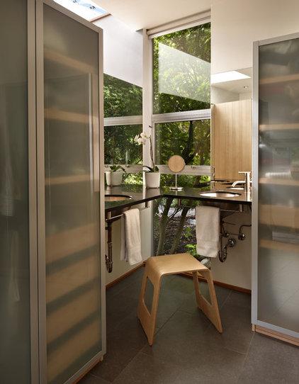 Modern Bathroom by David Coleman / Architecture