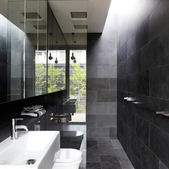 modern bathroom by Sharyn Cairns