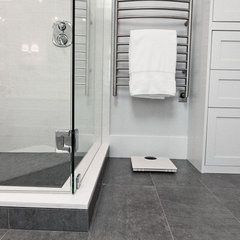 traditional bathroom by Averra Developments Inc.