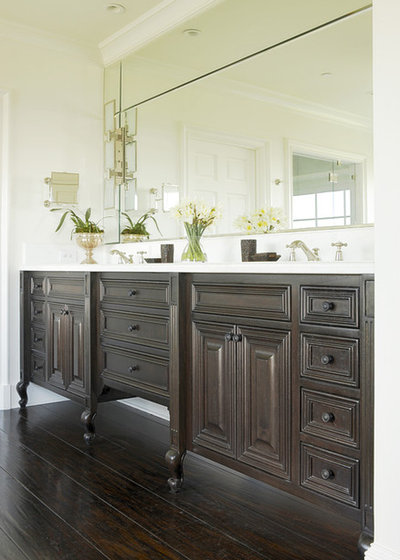 Traditional Bathroom Furniture Style Legs This Vanity