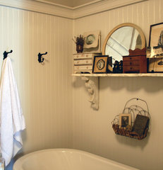traditional bathroom by Ieteke Ruypers Volpini