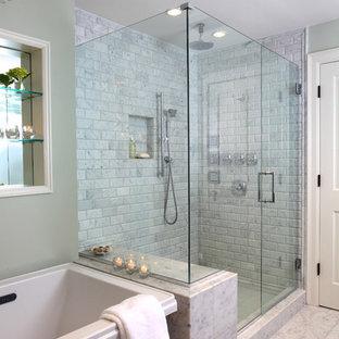 ボストンのトラディショナルスタイルのおしゃれな浴室 (石タイル) の写真