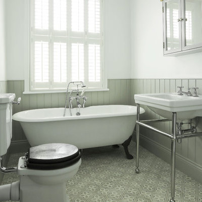 Claw-foot bathtub - mid-sized traditional kids' cement tile floor and gray floor claw-foot bathtub idea in London with a two-piece toilet, white walls and a console sink