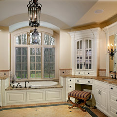 traditional bathroom by Andrew Melaragno, AIBD