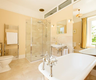 ' ' from the web at 'https://st.hzcdn.com/fimgs/5ee17665060e5065_4675-w320-h265-b0-p0--traditional-bathroom.jpg'