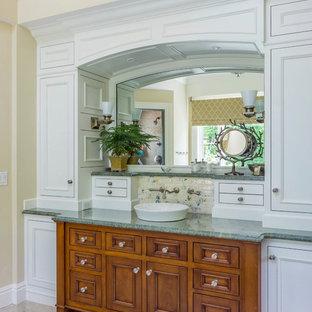 Esempio di una stanza da bagno classica con pareti verdi e top verde