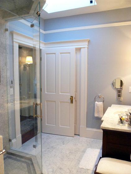 Traditional Bathroom by MP DESIGN Interior Architecture + Interior Design