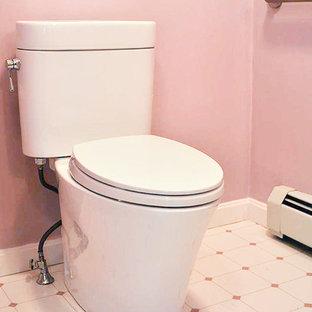 Ejemplo de cuarto de baño con ducha, clásico, de tamaño medio, con ducha empotrada, sanitario de dos piezas, armarios con paneles empotrados, puertas de armario marrones, bañera empotrada, baldosas y/o azulejos blancos, paredes rosas, suelo de linóleo, lavabo bajoencimera, encimera de granito, suelo rosa y ducha abierta