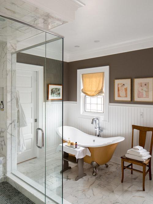 Salle de bain avec une baignoire sur pieds et un mur for Salle de bain avec baignoire sur pied