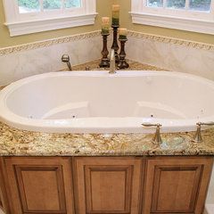 traditional bathroom by Deborah Butler, Brickwood Builders