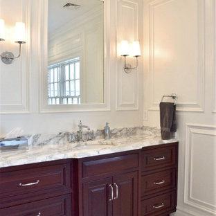 Foto di una stanza da bagno padronale chic di medie dimensioni con consolle stile comò, ante in legno bruno, pareti bianche, pavimento in marmo, lavabo sottopiano, top in marmo, pavimento grigio e top grigio