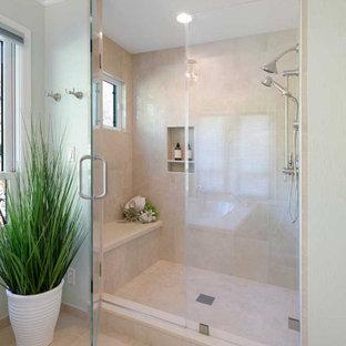 Cette photo montre une grand douche en alcôve principale chic avec un placard avec porte à panneau encastré, des portes de placard beiges, une baignoire encastrée, un WC séparé, un carrelage beige, des carreaux de porcelaine, un mur vert, un sol en carrelage de porcelaine, un lavabo encastré, un plan de toilette en quartz modifié, un sol beige, une cabine de douche à porte battante, un plan de toilette beige, un banc de douche, meuble double vasque et meuble-lavabo encastré.
