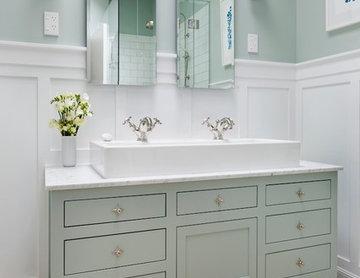 Traditonal meets Beautiful Bathroom
