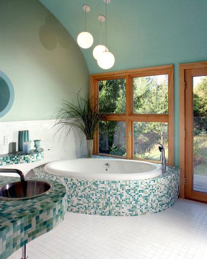 Modern Bathroom by timothyj kitchen & bath, inc.