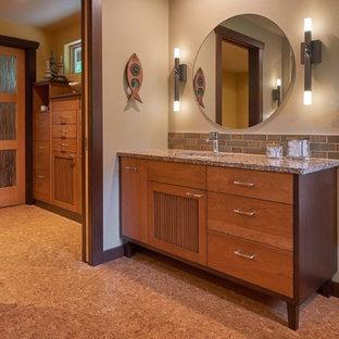 Esempio di una grande stanza da bagno padronale etnica con ante lisce, ante in legno scuro, vasca giapponese, piastrelle multicolore, piastrelle in ceramica, pavimento in sughero, lavabo sottopiano e top in quarzo composito