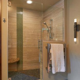 На фото: большая главная ванная комната в восточном стиле с плоскими фасадами, фасадами цвета дерева среднего тона, угловым душем, разноцветной плиткой, керамогранитной плиткой, пробковым полом и столешницей из искусственного кварца с