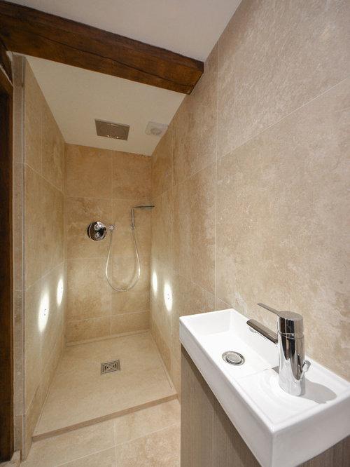 salle de bain avec un plan vasque et un sol en travertin photos et id es d co de salles de bain. Black Bedroom Furniture Sets. Home Design Ideas