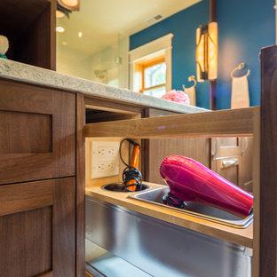 Imagen de cuarto de baño tradicional renovado, pequeño, con armarios estilo shaker, puertas de armario de madera en tonos medios, ducha a ras de suelo, sanitario de dos piezas, baldosas y/o azulejos multicolor, baldosas y/o azulejos en mosaico, paredes azules, suelo de baldosas de porcelana, lavabo bajoencimera y encimera de vidrio reciclado
