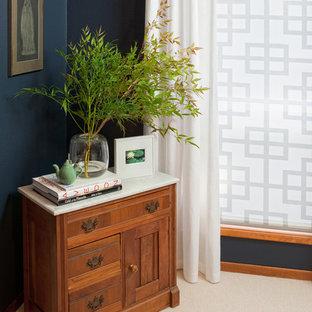 ポートランドのトランジショナルスタイルのおしゃれな浴室 (中間色木目調キャビネット) の写真