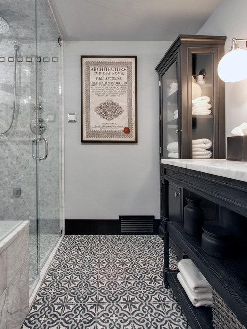 Badezimmer mit bodengleicher dusche und zementfliesen - Zementfliesen dusche ...
